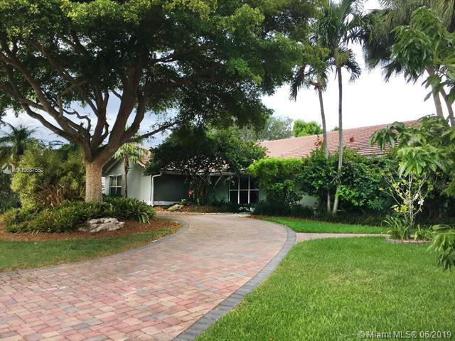 16219 SW 77th Ct, Palmetto Bay, FL 33157 (MLS #A10687550) :: Green Realty Properties