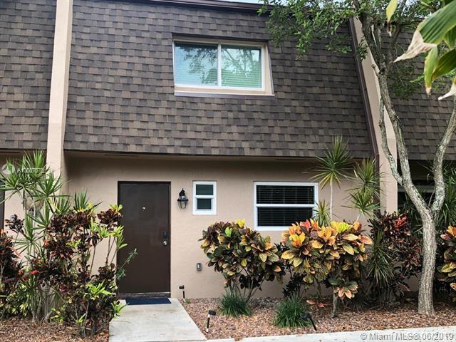 2520 Van Buren St #7, Hollywood, FL 33020 (MLS #A10687570) :: Green Realty Properties