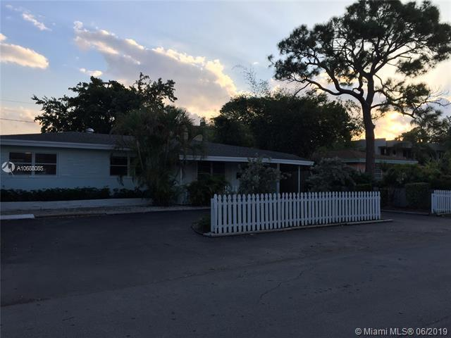 1000 NE 17th Ct, Fort Lauderdale, FL 33305 (MLS #A10688085) :: The Paiz Group