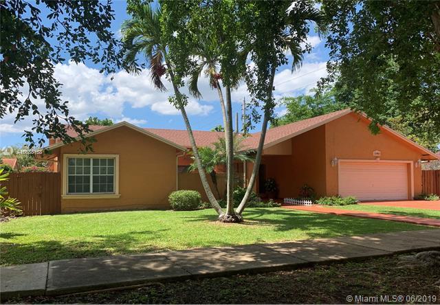 10400 SW 141st Ave, Miami, FL 33186 (MLS #A10688168) :: The Paiz Group