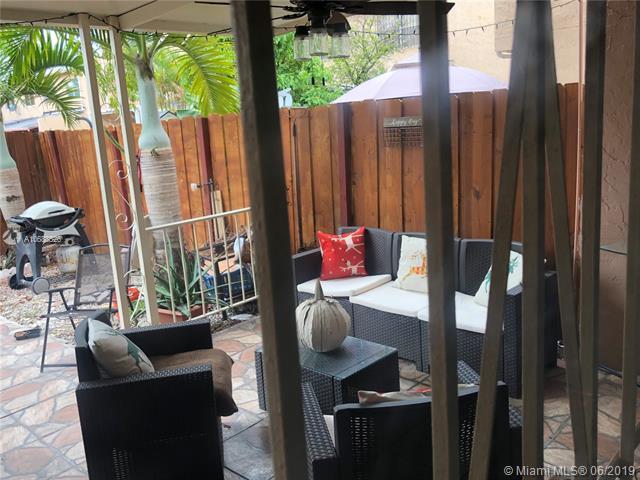 1067 W 43 Place #68, Hialeah, FL 33012 (MLS #A10688526) :: Green Realty Properties