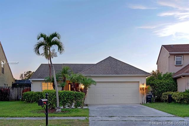 22552 Middletown Dr, Boca Raton, FL 33428 (MLS #A10688547) :: The Brickell Scoop