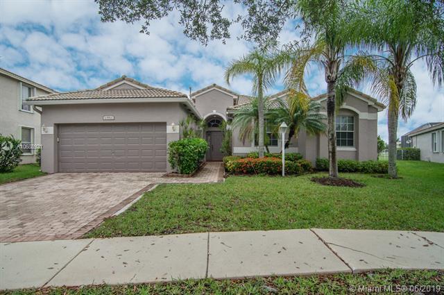 13913 NW 11th Pl, Pembroke Pines, FL 33028 (MLS #A10688921) :: Grove Properties