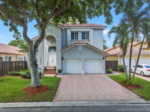 10892 NW 58th Ter, Doral, FL 33178 (MLS #A10689163) :: The Brickell Scoop