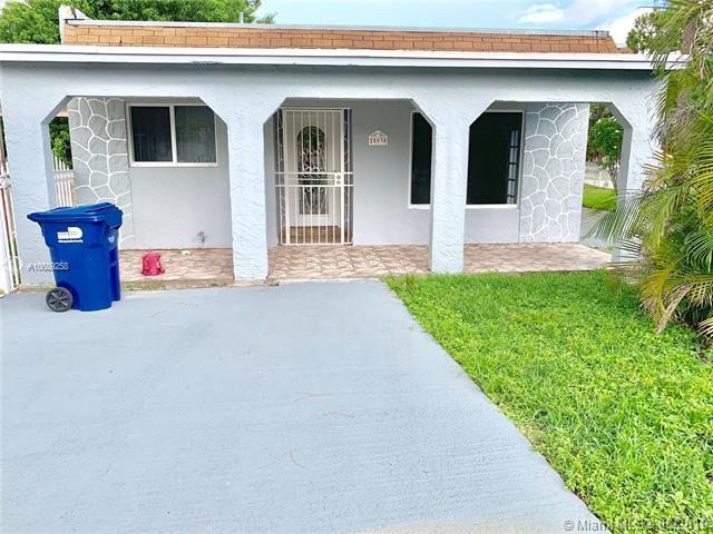 20930 NW 39 AV, Miami Gardens, FL 33055 (MLS #A10689258) :: The Brickell Scoop