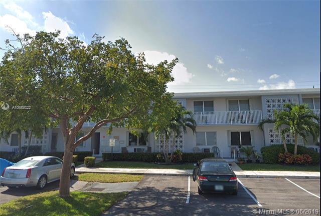1920 NE 51st Ct #105, Fort Lauderdale, FL 33308 (MLS #A10689322) :: Laurie Finkelstein Reader Team