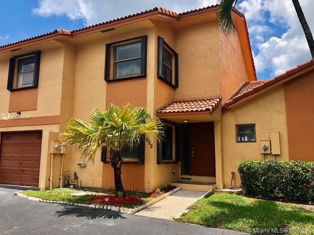 985 SW 113th Ter, Pembroke Pines, FL 33025 (MLS #A10689649) :: RE/MAX Presidential Real Estate Group