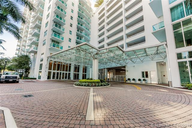 31 SE 5th St #4321, Miami, FL 33131 (MLS #A10689853) :: Grove Properties
