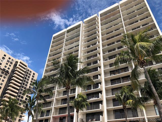 2625 Collins Av #1207, Miami Beach, FL 33140 (MLS #A10689875) :: The Paiz Group