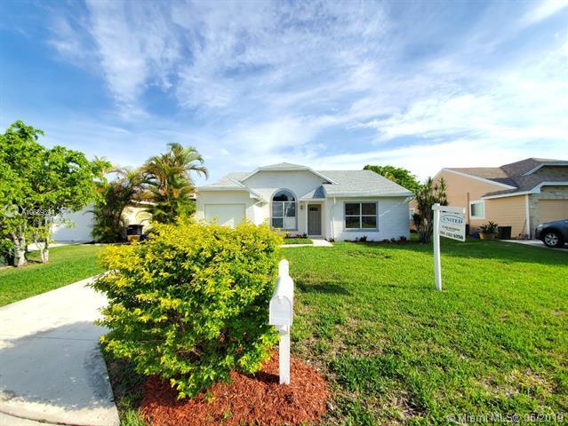 8148 Cedar Hollow Ln, Boca Raton, FL 33433 (MLS #A10689894) :: Grove Properties