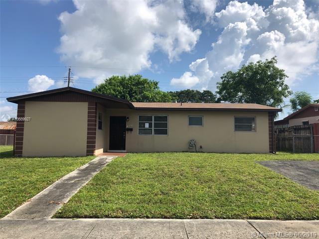1141 NE 196th St, Miami, FL 33179 (MLS #A10689927) :: RE/MAX Presidential Real Estate Group