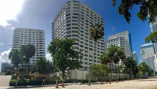 999 Brickell Bay Dr #1810, Miami, FL 33131 (MLS #A10690037) :: Grove Properties
