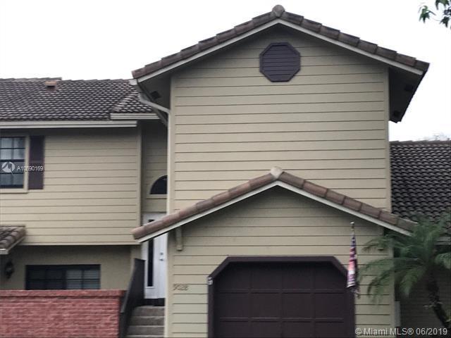 9028 Vineyard Lake Dr, Plantation, FL 33324 (MLS #A10690169) :: Green Realty Properties