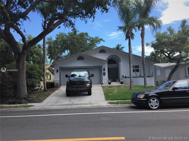 920 Johnson St, Hollywood, FL 33019 (MLS #A10690323) :: The Brickell Scoop