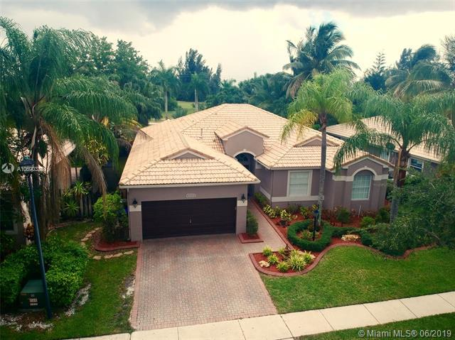 12728 NW 18th Ct, Pembroke Pines, FL 33028 (MLS #A10690328) :: The Teri Arbogast Team at Keller Williams Partners SW