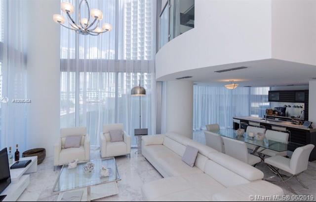 200 Biscayne Boulevard Way #502, Miami, FL 33131 (MLS #A10690404) :: Ray De Leon with One Sotheby's International Realty