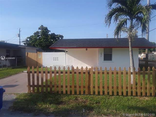 1624 NW 7th St, Fort Lauderdale, FL 33311 (MLS #A10690453) :: The Kurz Team