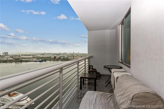 335 S Biscayne Blvd #2404, Miami, FL 33131 (MLS #A10690498) :: Grove Properties