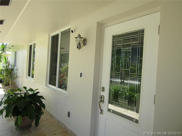 8134 SW 206th Ter, Cutler Bay, FL 33189 (MLS #A10690733) :: The Kurz Team