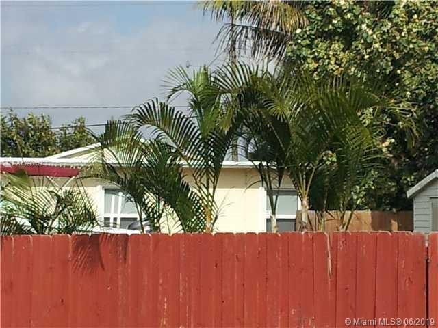 2445 Taft St, Hollywood, FL 33020 (MLS #A10690839) :: Berkshire Hathaway HomeServices EWM Realty