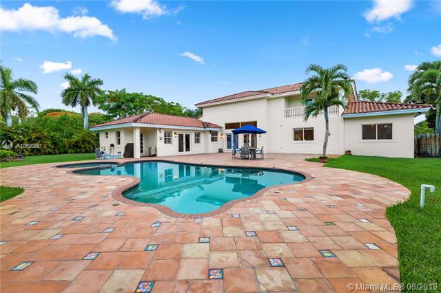 9696 SW 104th St, Miami, FL 33176 (MLS #A10690981) :: EWM Realty International
