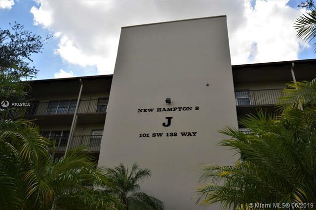 101 SW 132nd Way 211J, Pembroke Pines, FL 33027 (MLS #A10691050) :: RE/MAX Presidential Real Estate Group