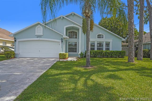 6225 Hollywood St, Jupiter, FL 33458 (MLS #A10691092) :: Green Realty Properties