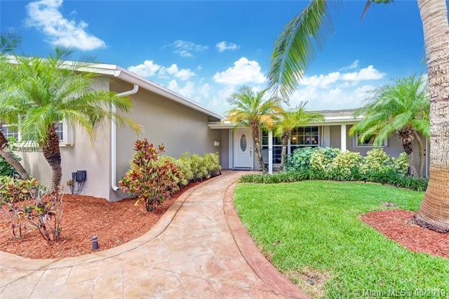 5171 NE 18th Ter, Fort Lauderdale, FL 33308 (MLS #A10691108) :: The Brickell Scoop