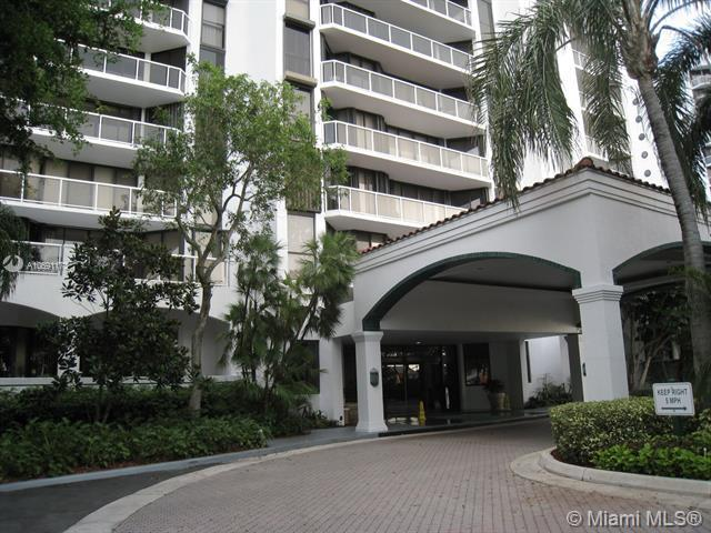 3640 Yacht Club Dr #302, Aventura, FL 33180 (MLS #A10691173) :: RE/MAX Presidential Real Estate Group