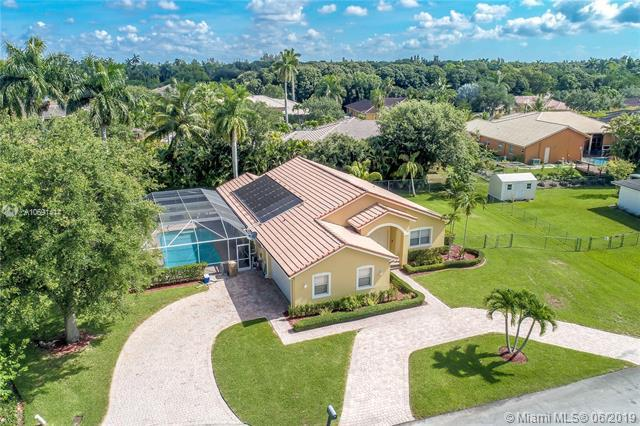 6301 SW 56th Ct, Davie, FL 33314 (MLS #A10691414) :: RE/MAX Presidential Real Estate Group