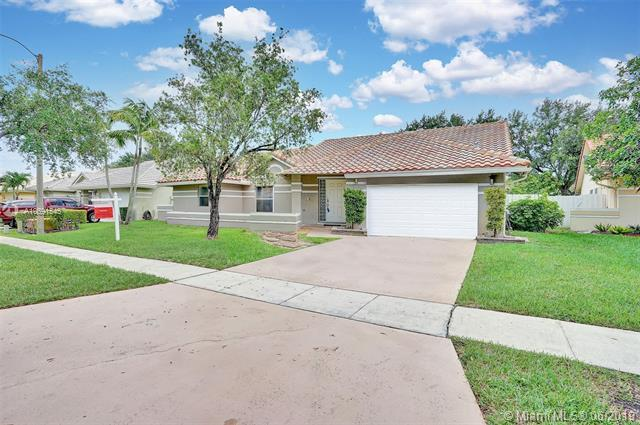 939 NW 161st Ave, Pembroke Pines, FL 33028 (MLS #A10691545) :: RE/MAX Presidential Real Estate Group