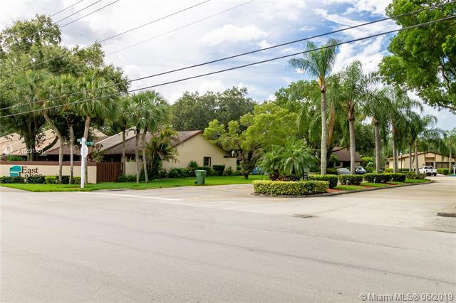 1550 NW 97th Ave, Pembroke Pines, FL 33024 (MLS #A10691701) :: United Realty Group