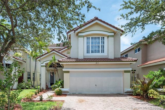 825 Natures Cove Rd, Dania Beach, FL 33004 (MLS #A10691711) :: United Realty Group