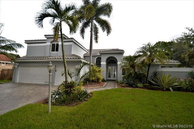10213 Capri St, Cooper City, FL 33026 (MLS #A10691752) :: Green Realty Properties