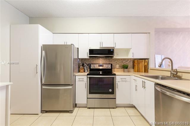 5099 NW 7 Street #305, Miami, FL 33126 (MLS #A10691830) :: The Brickell Scoop