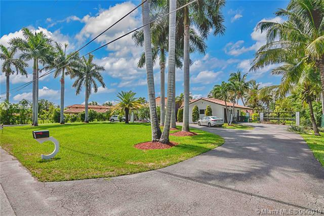 10144 NW 137th St, Hialeah Gardens, FL 33018 (MLS #A10691876) :: ONE Sotheby's International Realty