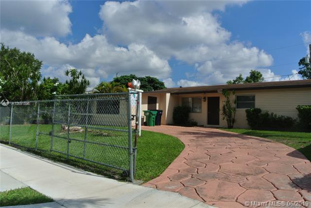 10521 Caribbean Blvd, Cutler Bay, FL 33189 (MLS #A10691896) :: The Kurz Team