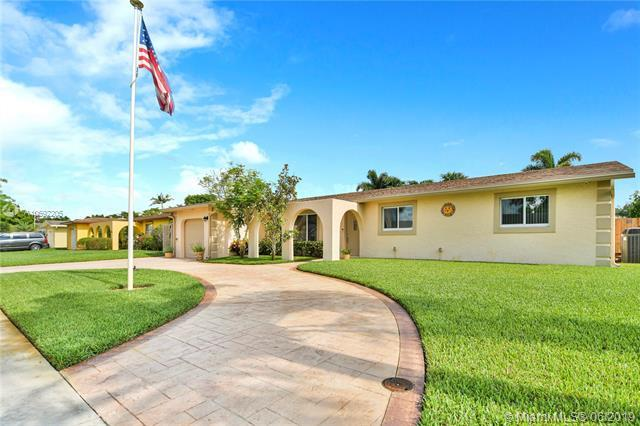10359 SW 50th Ct, Cooper City, FL 33328 (MLS #A10692205) :: Green Realty Properties