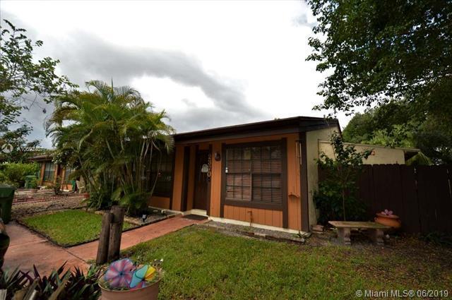 2370 Dogwood Ct #2370, Pembroke Pines, FL 33026 (MLS #A10692407) :: Green Realty Properties
