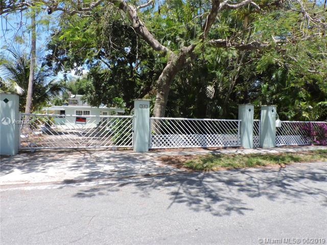 242 SW 8th St, Dania Beach, FL 33004 (MLS #A10692420) :: The Kurz Team
