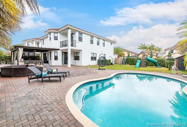 9820 NW 8th Ter, Miami, FL 33172 (MLS #A10692709) :: Castelli Real Estate Services