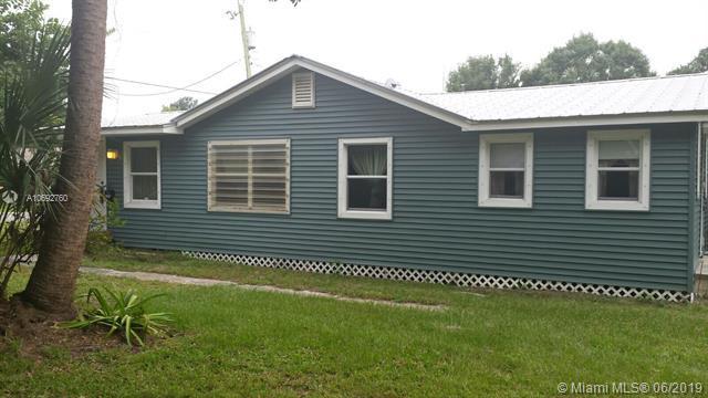 2107 S 34th St, Fort Pierce, FL 34947 (MLS #A10692760) :: Grove Properties