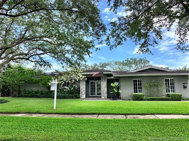6845 Gleneagle Dr, Miami Lakes, FL 33014 (MLS #A10692900) :: The Brickell Scoop