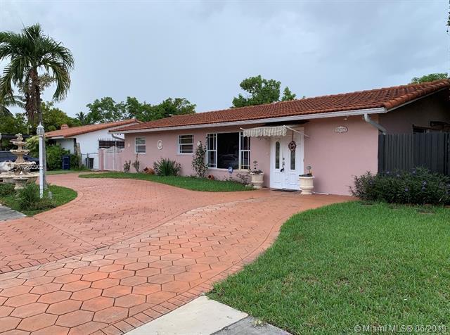 9875 SW 26th Ter, Miami, FL 33165 (MLS #A10692902) :: The Brickell Scoop
