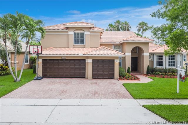 13721 NW 23rd St, Pembroke Pines, FL 33028 (MLS #A10692972) :: Green Realty Properties