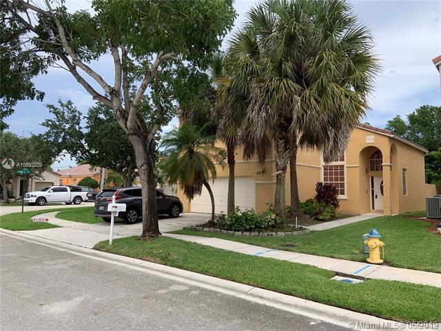 691 NW 157th Ln, Pembroke Pines, FL 33028 (MLS #A10693209) :: Green Realty Properties