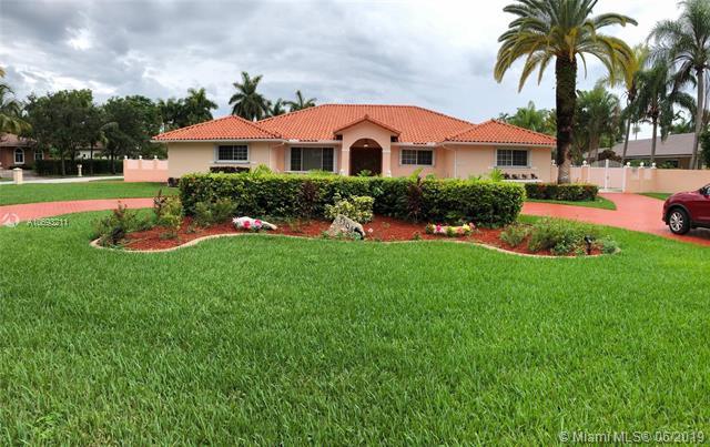 11040 SW 136th St, Miami, FL 33176 (MLS #A10693211) :: The Brickell Scoop