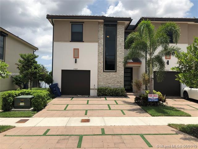 15667 NW 91st Ct #1, Miami Lakes, FL 33018 (MLS #A10693283) :: The Jack Coden Group