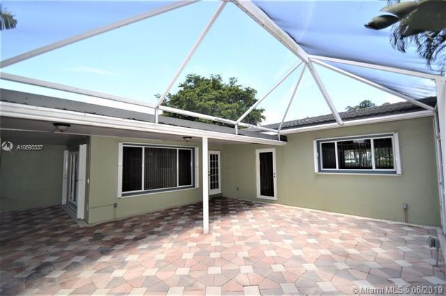 812 SE 16th Ct, Deerfield Beach, FL 33441 (MLS #A10693337) :: The Teri Arbogast Team at Keller Williams Partners SW