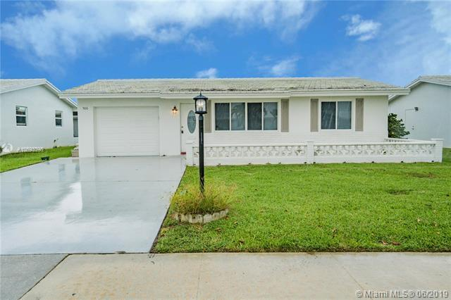 506 SW 18th St, Boynton Beach, FL 33426 (MLS #A10693398) :: Grove Properties
